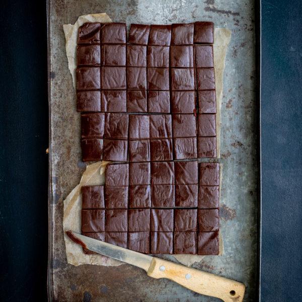 087DeChocoladebijbel-Bonbons-ChocoladeFudgeBlokjes